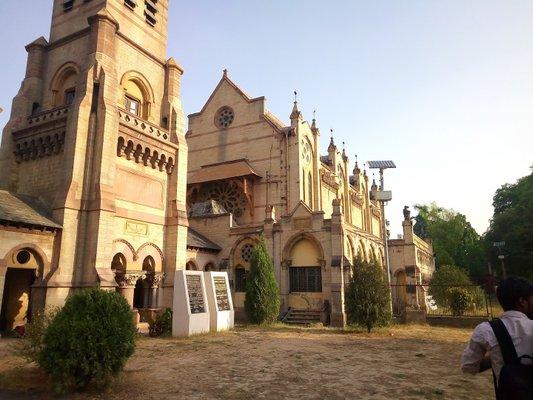 Victorial Memorial Company Garden Allahabad