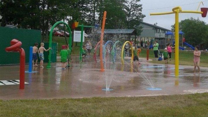 Victoria Park Outdoor Pool & Splash Pad