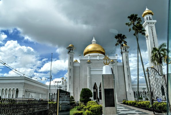 Omar Ali Saifuddien Mosque, Brunei.