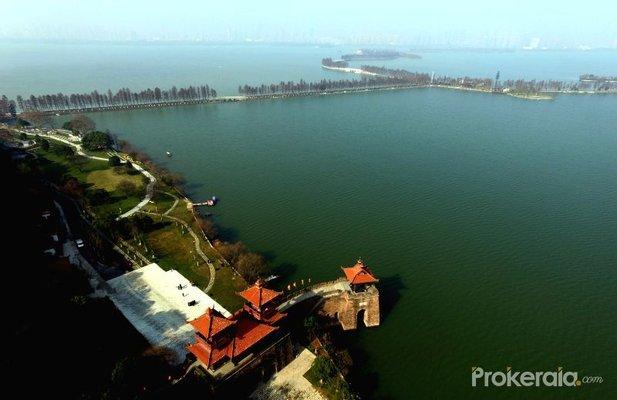 Donghu Lake