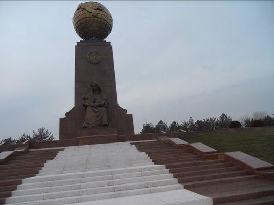 Mustakillik Square