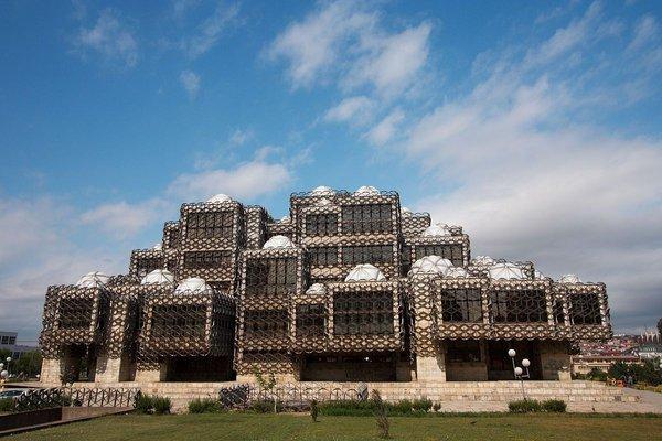 "The National Library of Kosovo ""Pjetër Bogdani"""