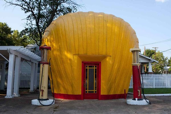 Shell-shaped Shell station
