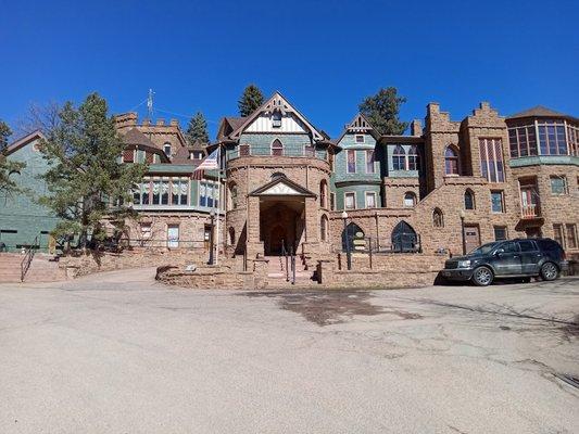 Miramont Castle Museum