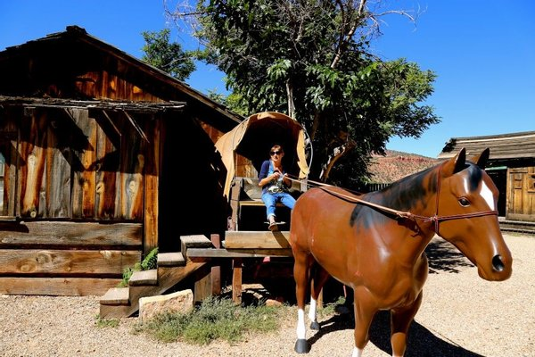 Little Hollywood Land: Museum, Trading Post & Chuckwagon Cookout