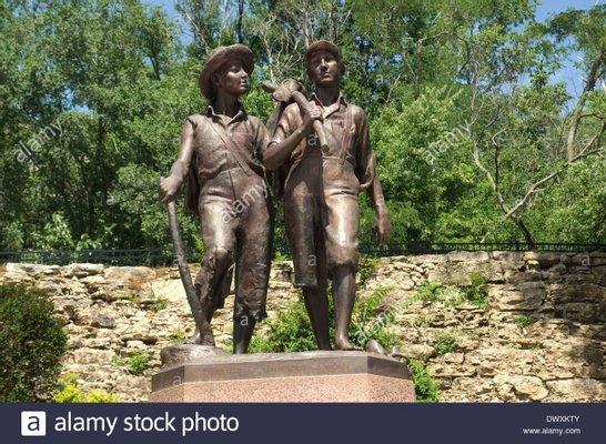 Tom Sawyer and Huck Finn Statue
