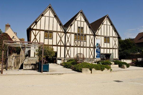 Centre international du Vitrail de Chartres
