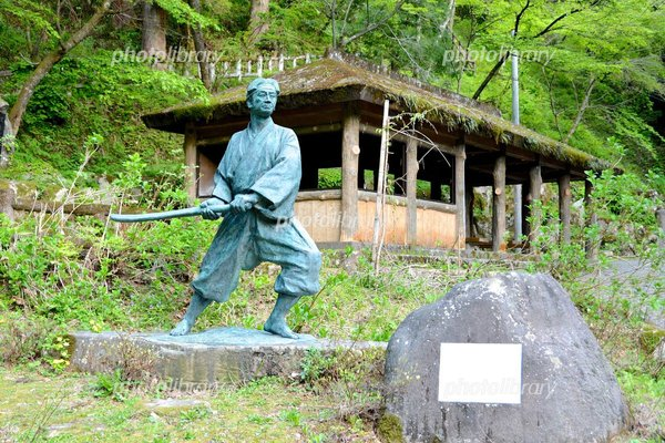 剣豪佐々木小次郎の像