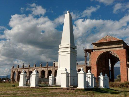 Piramide de Mayo - La Punta San Luis