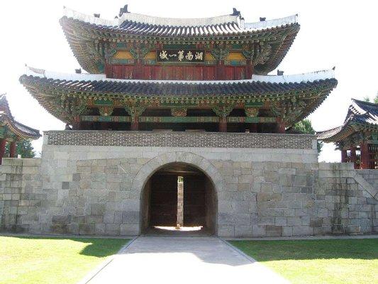 Pungnammun Gate 전주 풍남문 (Light-up every weekends)
