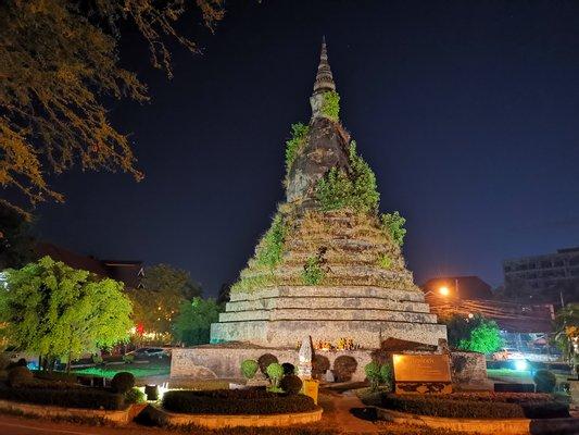 That Dam Stupa-สวนธาตุดำ